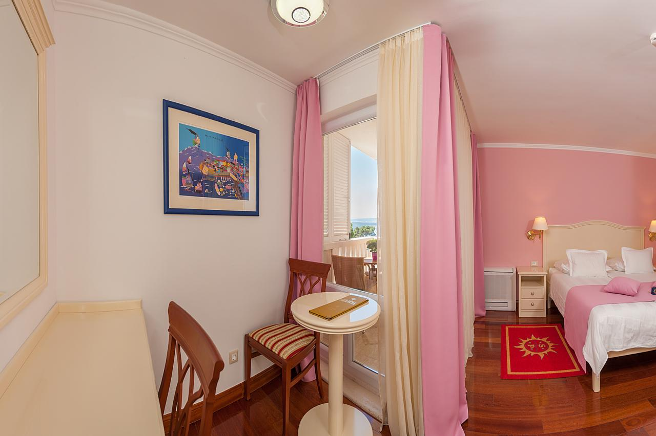 DOUBLE BED ROOM WITH BALCONY AND SIDE SEA VIEW, 29.5 m2, 2 + 0 PERSONS, no. 302